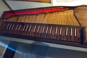 チェンバロの弦の画像